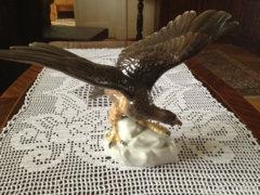 Széttárt szárnyú Herendi sas