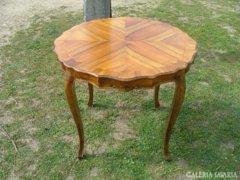 Barokk kerek dohányzó asztal