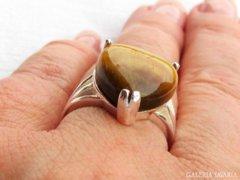Szép ezüst gyűrű tigrisszemmel
