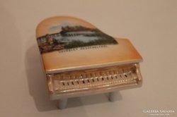 Üdvözlet Keszthelyről zongora formájú bonbontartó