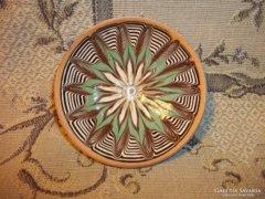 Zöld barna fehér modern mintás román falitányér