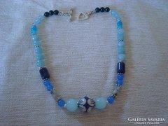 Kalcedon,szodalit,achát és festett üveg lánc