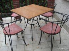Kovácsoltvas szék, asztal, bárszék