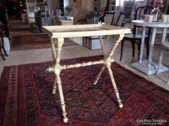 Provence bútor, fehér antikolt levehető tálcás tálaló asztal