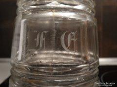 Hántolt, metszett, monogramos antik likőrös üveg