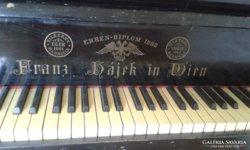 Zongora, bécsi mechanikás, réz és gyöngyház berakással