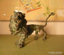 A017 Tóth Ernő: Nagyfarkú oroszlán bronz szobor