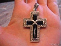 15,3 gr! Nagy fekete cirkonberakású 925 ezüst kereszt medál