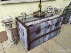 Provence bútor, antikolt dohányzó asztal, utazó láda 03.