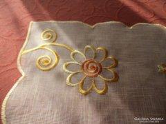 Virágos asztalközép, vagy terítő