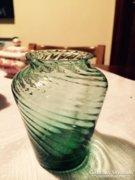Csodás kis üvegváza, csavart palástú, zöld, alul vastag (5)
