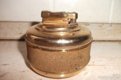 Antik gázos aranyszínű szignózott öngyújtó eladó!