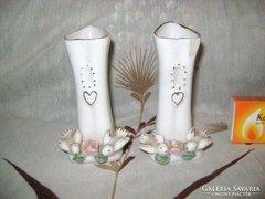 Porcelán kis váza galambokkal díszítve - két darab - együtt