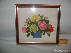 Tűgobelin rózsás, virágkosaras falikép