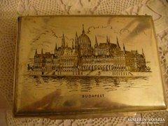 Ezüstözött alpacca doboz a Parlament képével díszítve
