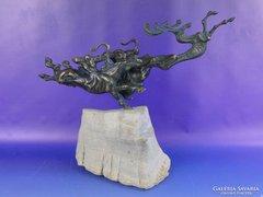 0F051 A csodaszarvas űzése nagyméretű bronz szobor