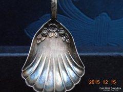 Ezüst-800-as tejszínes rózsás trébelt-poncolt kiskanál