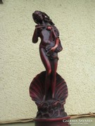 A vágyódó hölgy szobor