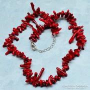 Csodálatos piros korall nyakék