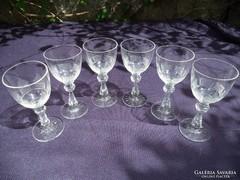 Csiszolt kristály poharak