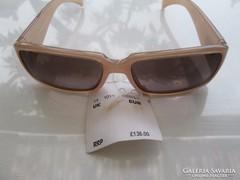 Eredeti Calvin Klein napszemüveg hölgyeknek világos mályvasz