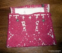 Kézzel hímzett kis táska