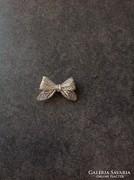 Szép ezüst filigrán masni bross