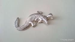 Ezüst krokodil medál