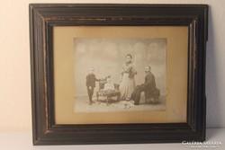 Antik családi fotó keretben