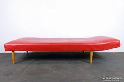 0F062 Retro piros műbőr heverő