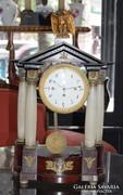 Empire antik francia kandalló óra 18. sz. végéről