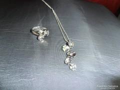 Virágos ezüst gyűrű és lánc medállal