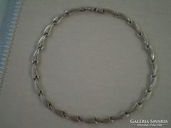 Szép mintás ezüst nyakék