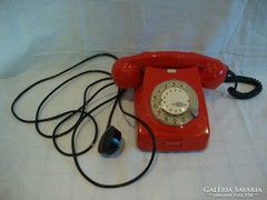 Szép állapotú piros tárcsás telefon