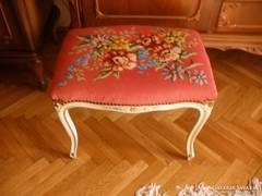 Fehér festett, kézigobelin huzatu szék