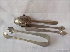 3 darab régi konyhai eszköz - cukorfogó és teatartó kanál
