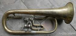 Valami régi réz trombita vagy kürt