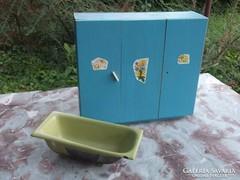 Gyermek játék-baba szekrény és fürdőkád