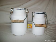 Két darab Bonyhád jelzésű zománcos tejes kanna