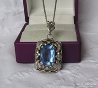 Gyönyörű régi romantikus ezüst medál lánccal