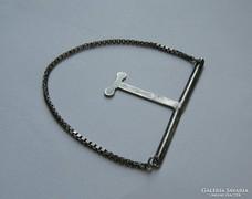 Ezüst öltözék kiegészítő lánc