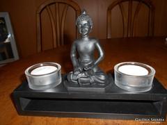Buddha trópusi fa oltárral