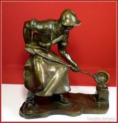 Szocreál martinász,öntő fém-szobor 20 kg.