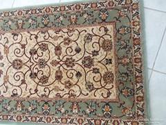 Nagyon szép gyapjú szőnyeg párban ágy mellé II.