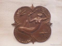 Réz , vagy bronz ötvösmunka nő tükörrel