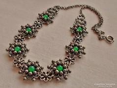Szépséges antik nyaklánc smaragdzöld kövekkel