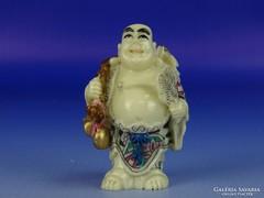 0H402 Jelzett csontszerű álló nevető Buddha szobor