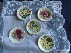Játék tányérkák.  Átm.:  5.5 cm.