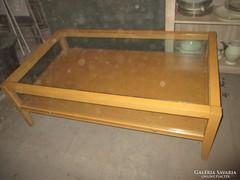 Érem-gyűjtemény bemutató üveg asztal 120 x 90 cm.