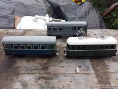 Régi pv mozdony és 2 db vagon